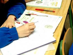 mano escribiendo +